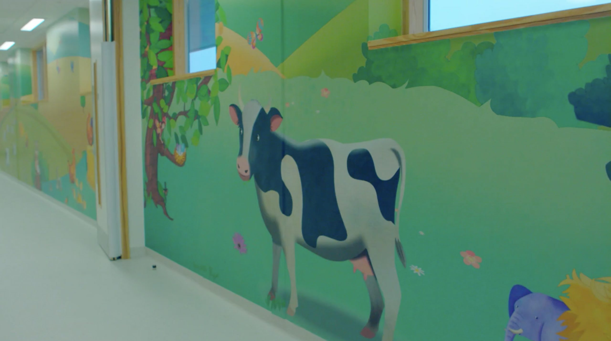 Long Meter Corridor Vinyl Wallpaper - Cow